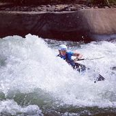 Not too far from getting barreled🤙 . . . . . . #inwaterwelive #weareoutthere #canoeslalom #icfcanoe #planetcanoe #penrith #kayaking #surfing