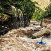 There is a safe way to paddle waterfalls - under😎 . . . . . . . #inwaterwelive #weareoutthere #paddleafrica #kayaking #whitewater #zimbabwe #waterfall