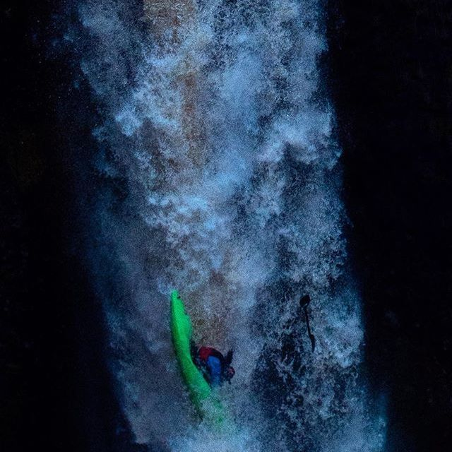 Find your outlet and plug in. . . . . 📷 @fear_and_boating  #inwaterwelive #weareoutthere #washington #waterfalling #outletfalls #whitewater #kayaking