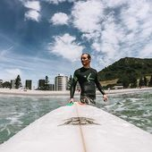 """Next time you see @vitprindis make a loose fist with your right hand, extend your thumb and pinkie just like this 🤙 and say """"sup brah?"""" [:sap brah:]😎🏄♂️ . . . . . . . #inwaterwelive #surfing #newzealand #mountmaunganui #shakabrah #travelnz #nzsurfing #tauranga #bayofplenty"""
