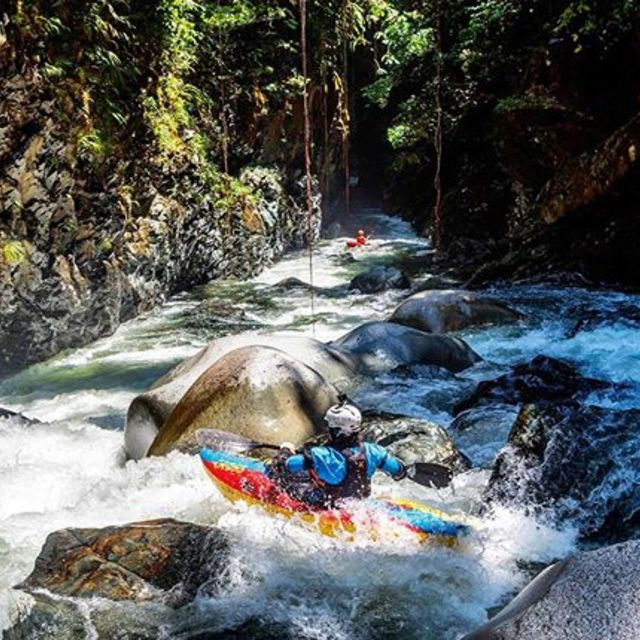 Colombian jungle looking quite inviting. . . . . . . #inwaterwelive #intothejungle #kayakingcolombia #whitewater #guardian3d