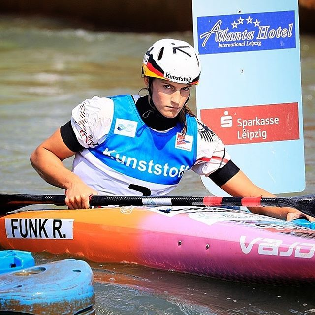 I wouldn't move either if I was the gates 😶...big congrats to Ricarda for dominant victory in K1W in Markkleeberg!👌Great job on claiming the second Jess👏 📷 @martin_hladik for @czechcanoe . . . . . #inwaterwelive #weareoutthere #rocketfast #hiko #canoeslalom #icfcanoe #planetcanoe #hikoteam
