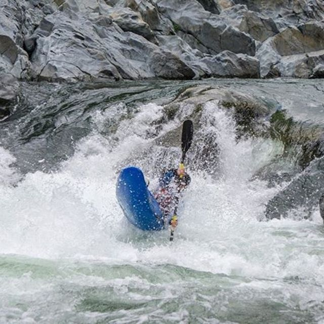 @vanceharris00 keeping the bow way up at Chamberlain Falls 📸 @menyavoyage . . . . . #inwaterwelive #weareoutthere #paddling #kayakingcalifornia #northforkoftheamerican #chamberlainfalls