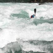 @paja_zasterova on Futa river - Mundaka rapid. 📷 @zet_kayaks . . . . . . #inwaterwelive #weareouthere #chile #kayaking #whitewater #kayakchile #futariver #mundaka